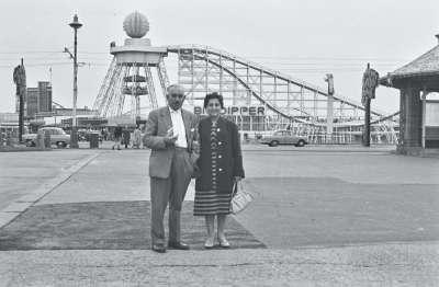 Blackpool Funfair, Couple portrait