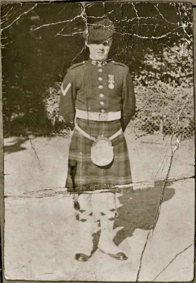 Portrait of a soldier in a kilt and sporron