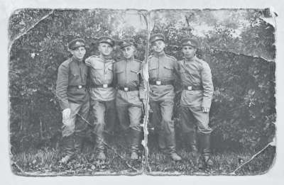 Portrait of a group of five soldiers