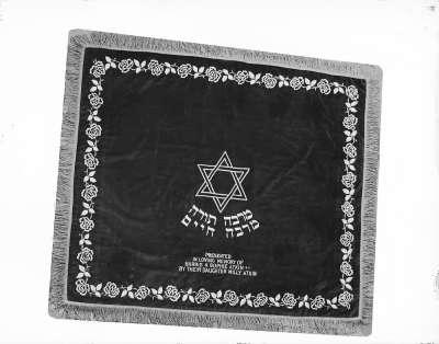 Jewish dedicaton cloth