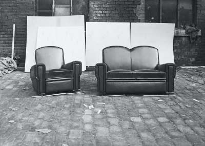 Settee and Armchair Suite With Screens