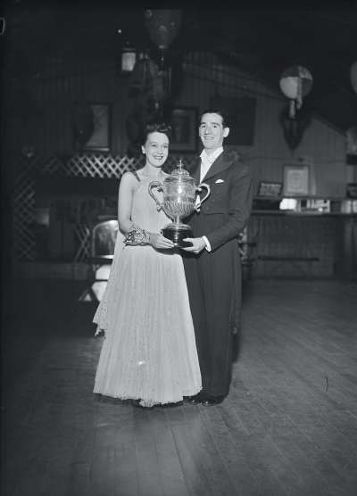 Finnigans, Couple with presentation trophy