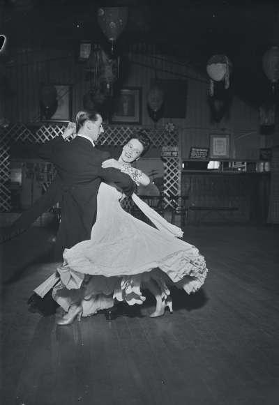 Finnigans, Couple dancing