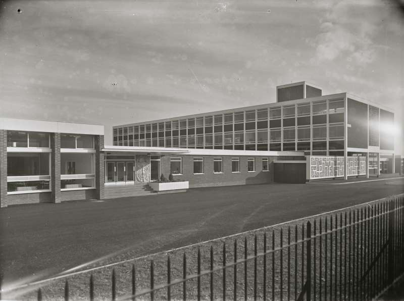 Salford Technical School, Building