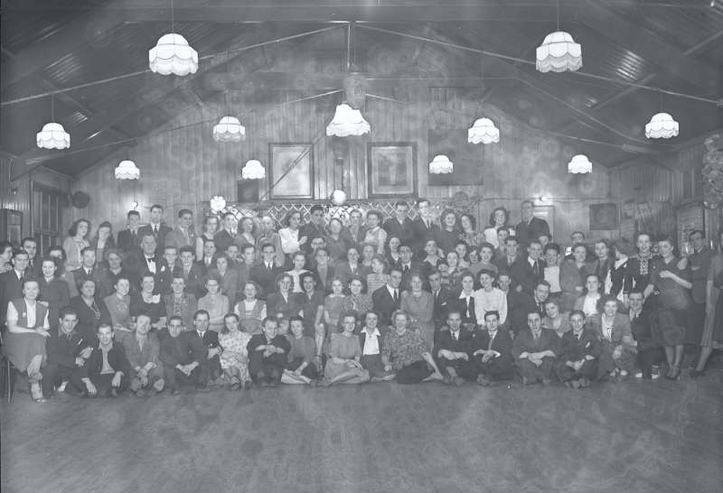 Finnigans, Group portraits inside dance hall
