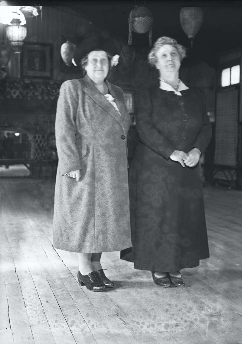 Finnigans, Portrait of two women