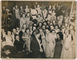 Visit by an opera singer (possibly Kathleen Ferrier) at Mandelbergs or Frankenbergs textile factory